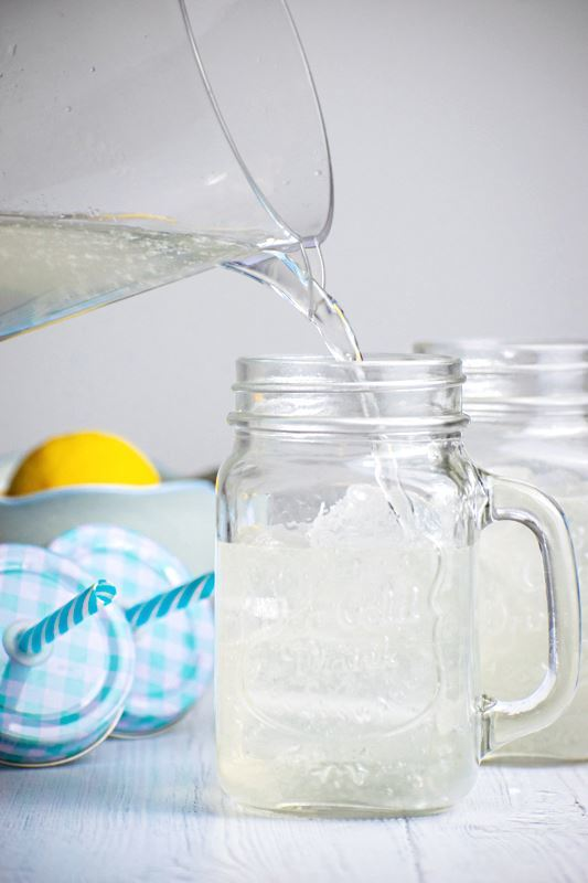 Decorative mason jars filled with lemonade.