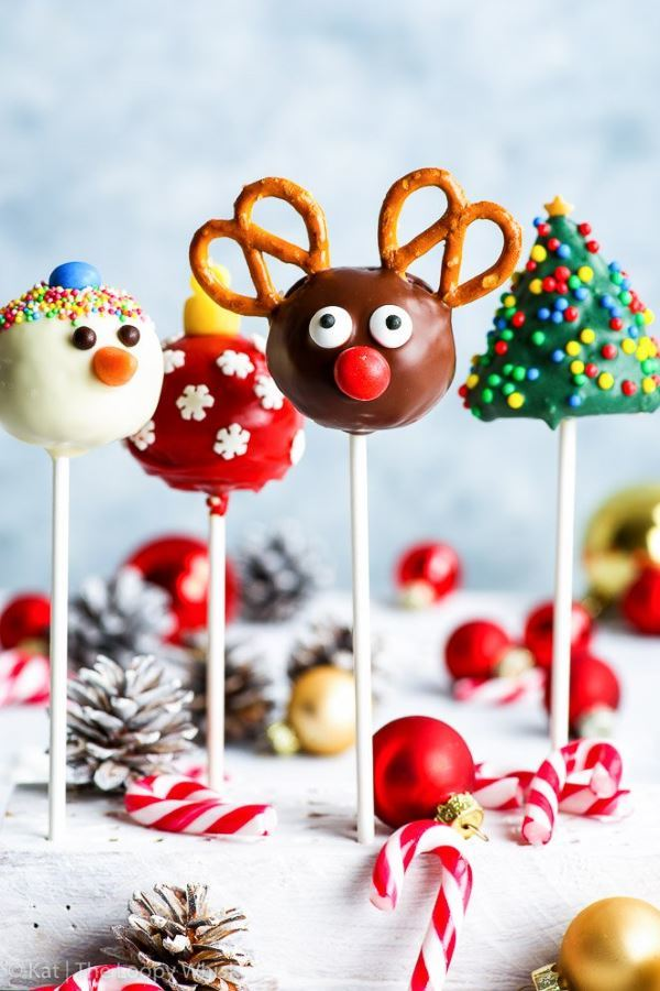 Christmas cake pops 4 ways: reindeer, tree, snowman and decoration.
