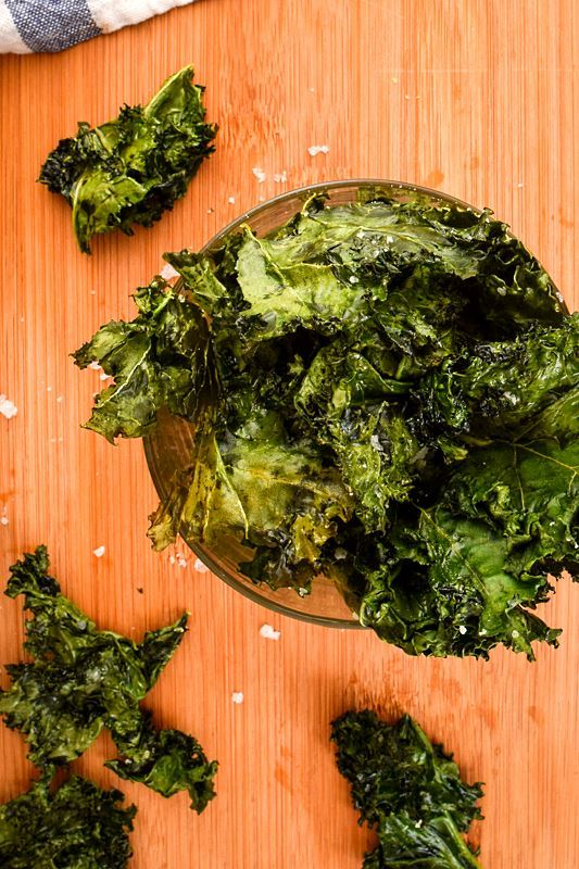 Kale chips in a glass bowl.
